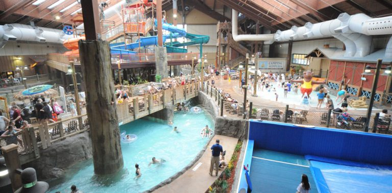 Indoor Waterpark Six Flags Great Escape Lodge